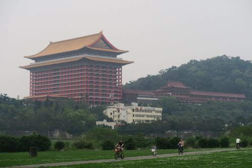 圓山近くになると圓山大飯店が見えてきます。