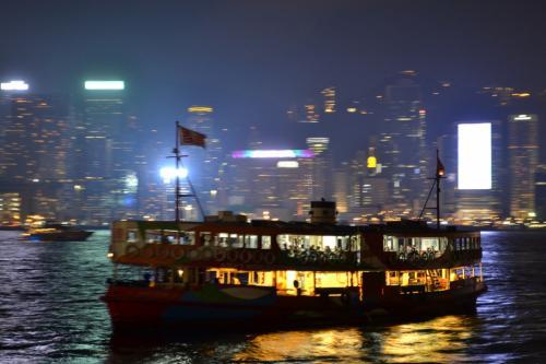 スターフェリーに乗って香港島へ向かいます。こういう船が公共交通機関として多くの市民に利用されているのは興味深いところ。
