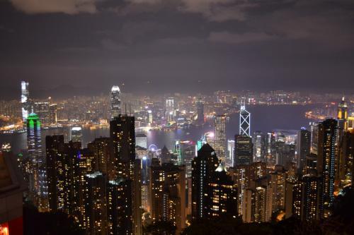 前回来ることができなかった、ピークからの夜景。これは…すごい!