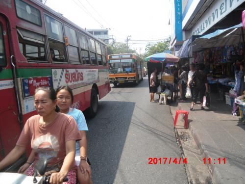 地元タイ人の市場となっているようです。