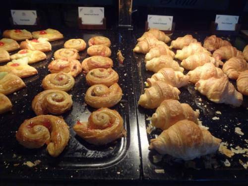 パンの種類は豊富ですが、特にデニッシュパンは最高です。<br />ハイカロリーな一品ですが、ここぞとばかりに食べまくりました。
