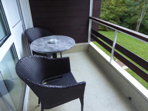 ホテルの部屋のバルコニー。設備はチープですが、空気がよいので爽快な朝を迎えました。