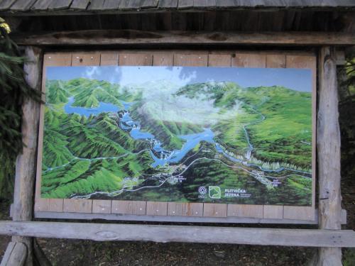 プリトビッツェの全景の地図。画面左側が上流で、右側が下流。今回は下流の方から湖めぐりをスタートします。