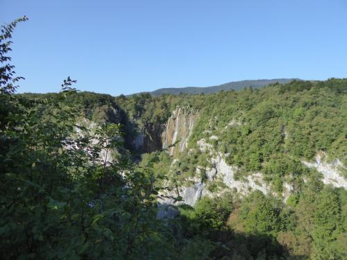 というわけで入園します。さっそく滝が見えました。ベリキ・スラップ。大滝という意味です。