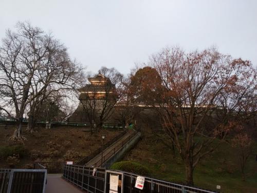 熊本ワイナリーに立ち寄り後、熊本城へ<br />地震の爪痕があちこちに残り、綺麗だった頃に行った天守閣付近も行けませんでした。<br />