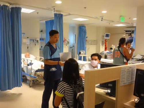 一転<br />病院のICU<br />日本と大して変わらない