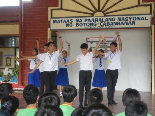 現地学生によるダンス<br />歓迎会<br />