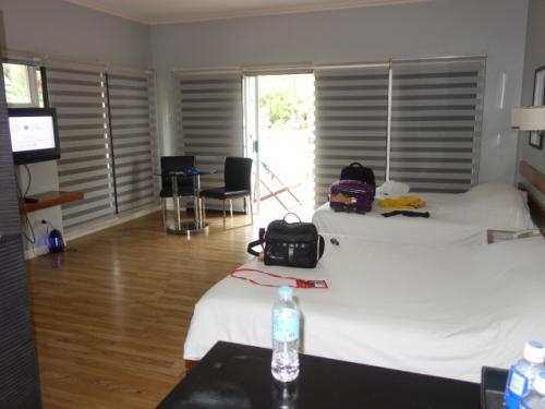 豪華な私のホテルルーム<br />目の前にプールも