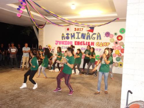 フィリピン人ファシリテーターによるダンス<br />閉会式