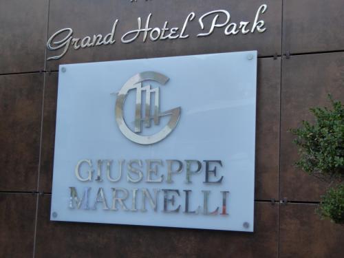 ホテルに到着しました。ラパッド地区という新市街地にあります。<br /><br />グランド・ホテル・パークです。