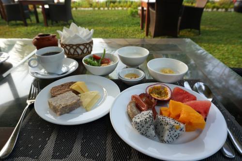 そんな景色を眺めながらの朝ご飯。<br />果物もいっぱい食べて、