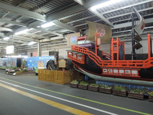 早速ホームに長崎感びんびん。<br /><br />朱印船ですね。<br /><br />やっぱ長崎は観光都市です(^ω^)