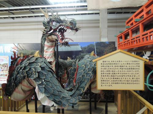 こんなものまでホームに。<br /><br />龍は長崎のシンボルですね。