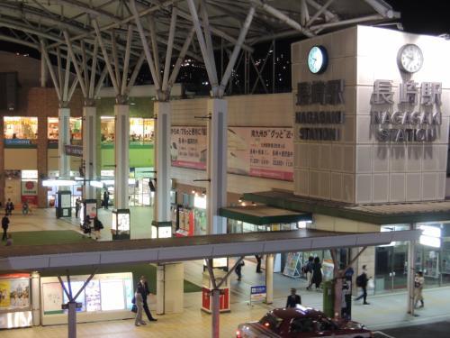 最近立て替えたのか、キレイな駅舎です。<br /><br />そして、思っていた以上に都会です。