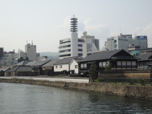 翌朝。<br /><br />朝風呂に入って早速やって来たのは「出島」です。<br /><br />知らない人はいないであろう日本史の教科書の必須事項。
