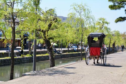 おっと、忘れちゃあいけない、<br />倉敷のもう一つの目的、<br />大天使ガブリエル様~。<br /><br />一人だと1区間3,000円だという<br />観光人力車にはもちろん乗らず、<br />by footで、大原美術館へ。