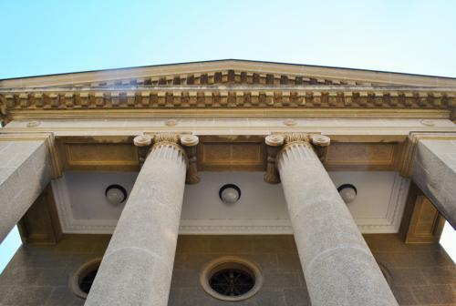 大原美術館は、倉敷の実業家、<br />大原孫三郎氏が設立した私立の美術館。<br /><br />ギリシャ神殿風の本館の中には、<br />世界の巨匠の作品が多数展示されてますが<br />所蔵品だけでなく内部の様子や<br />窓から外さえも撮影NG~です。