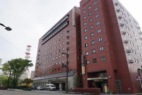 富山で宿泊したのはマンテンホテル富山である。富山駅から歩くと12分ほどかかり、少々不便であったが、市内電車に乗ると3分位で来ることが出来る。