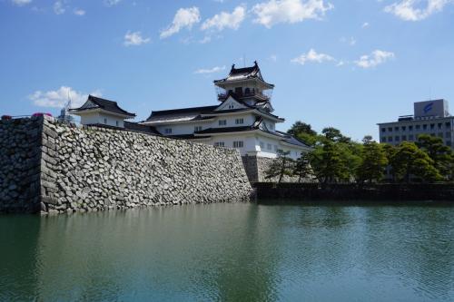 かつての富山城が今は富山城趾公園として整備され、市民の憩いの場となっている。