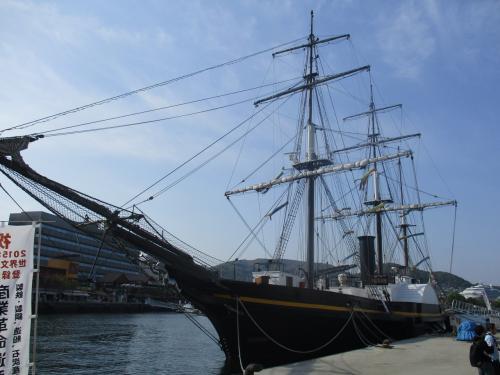 マルベージャ号の横に停泊していた観光帆船<br />大河ドラマ龍馬伝の撮影にも使われた船だそうです。