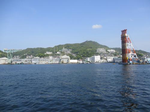 出港すると進行方向右舷から見る景色の説明があります。<br />稲佐山<br />三菱造船所