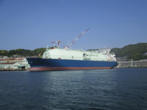 建造中の大型船