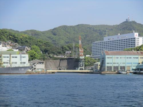 1905年に完成した、当時としては東洋最大のドック。クレーンの横<br />非公開