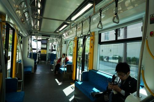 昼間、電車に乗ると、利用者が少なく、のんびりした雰囲気が漂っていた。朝夕の混雑した時でも立っている人はわずかで、東京の混雑ぶりに比べると、全く天国みたいな感じである。