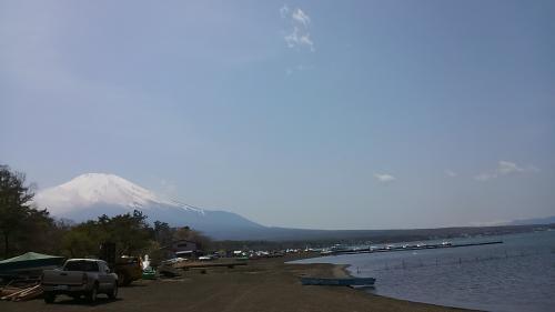山中湖に到着。<br />いつも遠くに見える富士山がこんなに近くに。