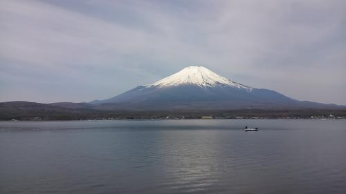 翌朝一番は山中湖と富士山がばっちり見える場所に。
