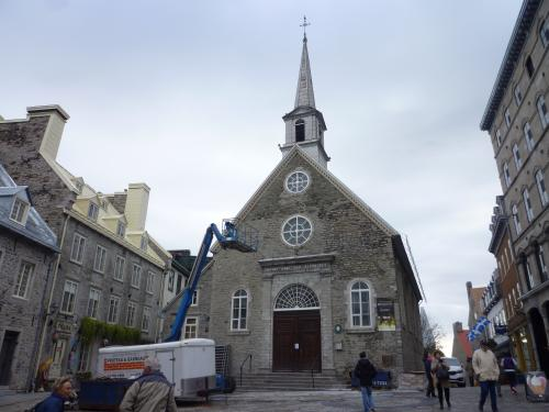 勝利のノートルダム教会。<br />工事用のトレーンが邪魔・・・