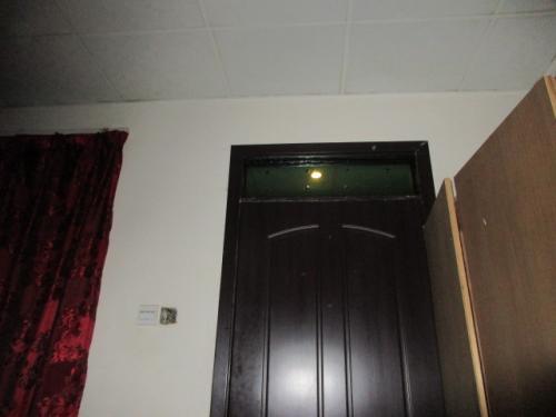 騒音は宿の問題ではないが、私の部屋は外の廊下のライトが部屋に漏れこむような構造になっておりこれまた安眠を妨げる要因。というわけでカンパラではもう1泊するつもりだが、明日は宿替えだな。