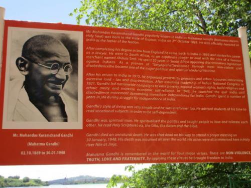 ガンジー死後遺志に従い遺灰がナイル川にまかれたとのことで、納得。