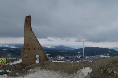 コッタゴンドラで再度登ってきました。廃墟があります!何の廃墟か聞いても知らん!との事。