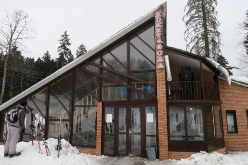 スキー場にある数少ないレストラン。<br />中も喫煙可能というのがとてもキツイ!!