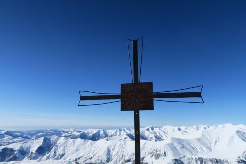 欧州の山の頂にはよく十字架がある!