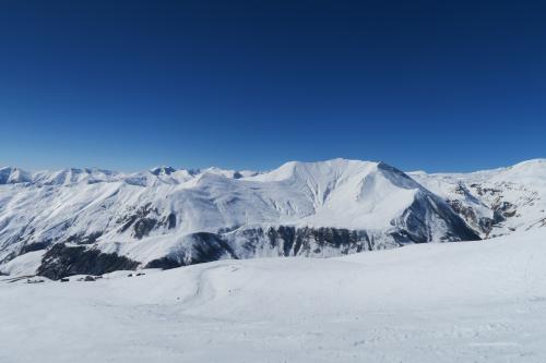 対面の雪山です。あそこの山にもリフトが伸びていればいいのに・・・