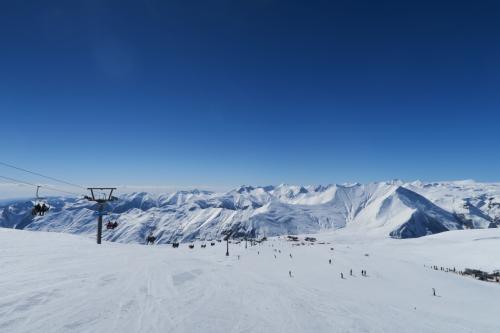 なだらかな斜面ですが、雪山+リフトの眺めはいいですね。