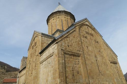 軍用道路でトビリシとグダウリの間にある要塞教会!