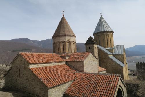 グルジアにあるキリスト教会によくあるスタイルです。