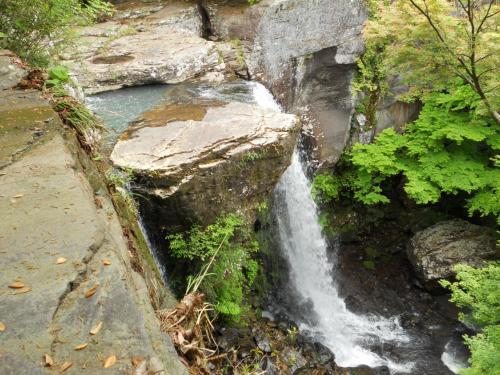 銚子の滝<br /><br />滝を下から見たかったのですが道を探している時間がありませんでした。