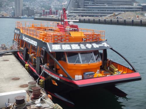 大波止港に向かうと、軍艦島クルーズのオレンジ色の船「ブラックダイヤモンド号」が停まっていました。<br />