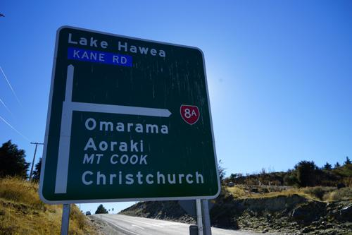 アオアラキ・マウントクック、クライストチャーチの名前が出てきました。でもこれから2時間は掛るであろう距離です。<br />「オマラマ」は、マウントクックとテカポ湖への途中です。