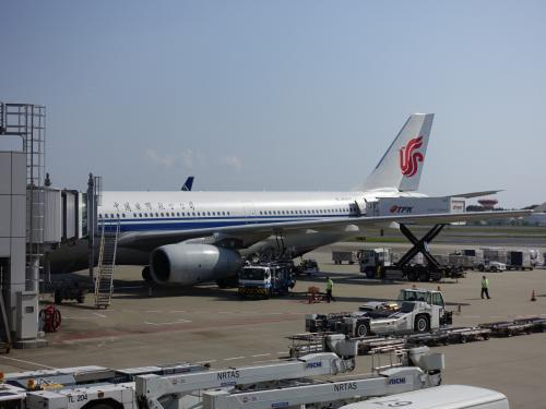 まずは成田から中国国際航空で北京へ。<br /><br />成田ーモスクワ便がオーバーブッキングだったため、北京を経由することになりました。