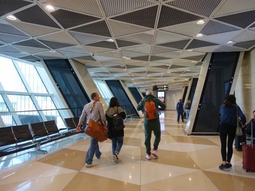 幾何学模様な感じのバクーのヘイダル・アリエフ空港。