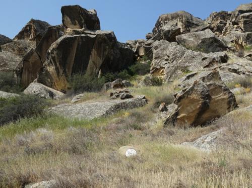 岩山。あ、「蛇に注意」マークがあります。