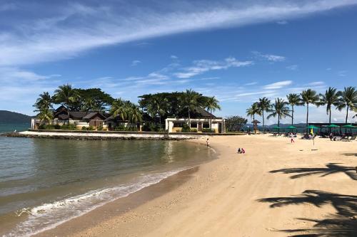 ホテル敷地内の人口ビーチ。<br />あまり綺麗なじゃないので、海に入る人はいません。
