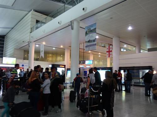 トビリシ空港。ここは以前も来たので、どこか懐かしい。<br /><br />着いたのが遅いので、このままホテルに直行。