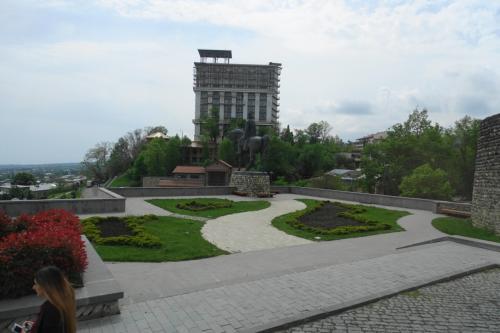 テラヴィ市街を一望にできる要塞前の広場にやってきました。
