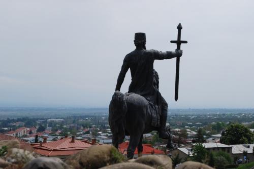 王様が見下ろす、テラヴィの街。